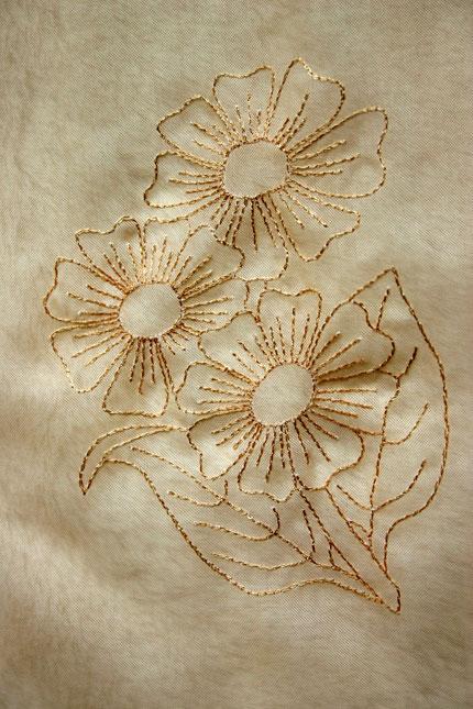 Blume-auf-Voile.jpg.4e86284b05f524136272cae5a4872ae3.jpg