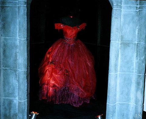 Sarah__s_dress_by_tanz_der_vampire.jpg.cdd7fcab38c460e7100766a61d52feaf.jpg