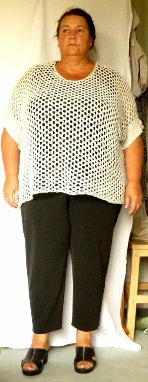 gepunktete Hose mit Leinenstrick4 Schnitt: mein Lieblingsschnitt für alle Hosenvarianten:  Burda 8108 Pulli: gestrickt aus Naturleinen Hose: schwarzer Stretch mit ganz kleinen Minipünktchen