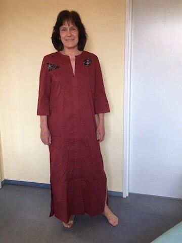 Rotes Kleid für den Strand