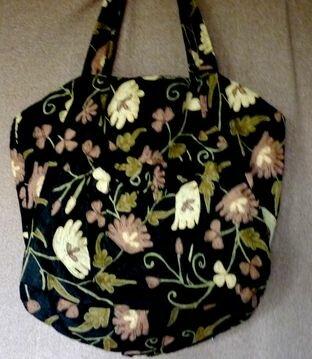 Tasche aus bestickter Seide  bin eigentlich kein Stofftaschenfan aber wenn ihr diese wunderbar bestickte Seide in Natur sehen könntet......... ein schlichtes Kleid und dieses Tasche da fühl ich mich wohl!