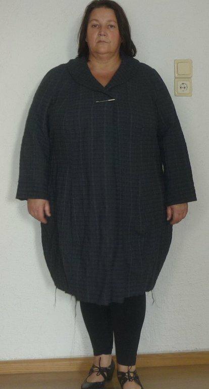Übergangsmantel Stoff: Baumwollgemisch, leicht blaisg Schnitt: Zwischenmass 601009 Der Mantel ist noch nicht fertig, wollte nur mal eure Meinung hören. Er wird noch ca. 10cm kürzer.