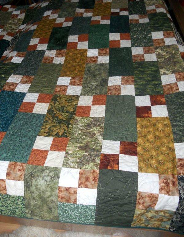 Quilt 2 Das ist eine Kuscheldecke für Marco, die aus verschiedenen Blätterstoffen genäht ist.