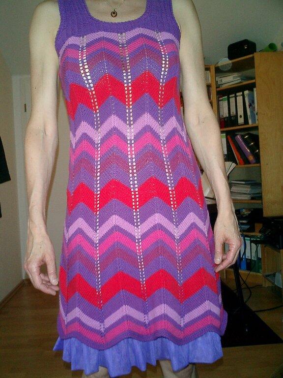 gestricktes Kleid mit Unterrock