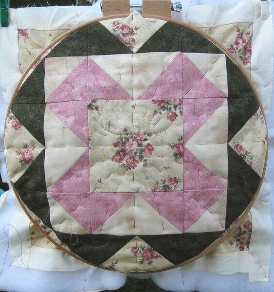 Kissenplatte aus Rosenstoffen passend zur Hexagon-Tischdecke