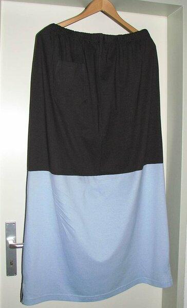 Strandkleid  aus einem Schlafanzug für Männer ( Gr. XL) ( Der dubkle Stoff war die Shorts ;-), der hellblaue das Shirt