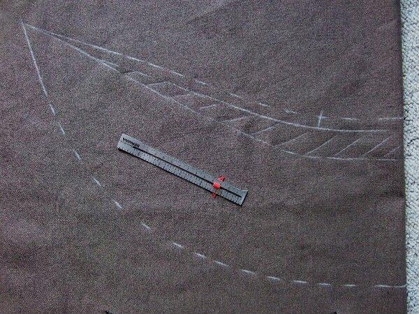 Dann habe ich einen Umbruchbereich eingezeichnet, wo ich keine Bobbel haben wollte. Das ist der schraffierte Bereich. Hinten ist der etwa 3cm hoch und dann zur Spitze auslaufend.