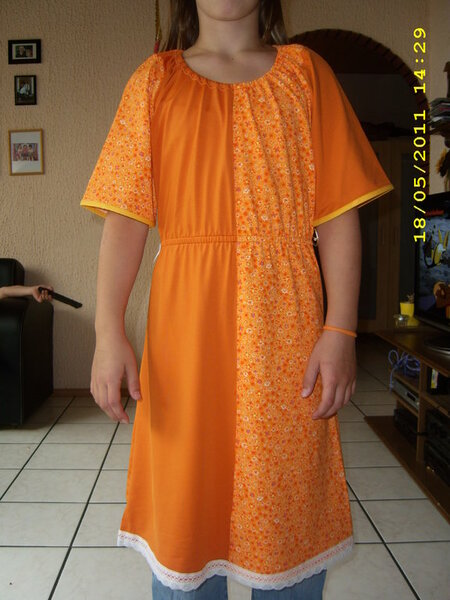 Tunika-Kleid Schnittmuster Imke von Mamudesign in Gr. 32/34 Halsausschnitt wie immer 5cm nach oben verlegt.