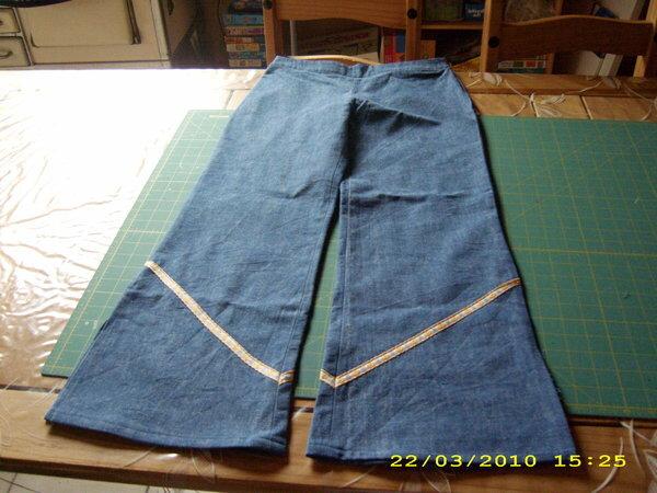 Jeans  Breite Gr. 152 / Länge 146 Im hinteren Bund habe ich ein Lochgummi eingearbeitet, der Reißverschluss ist an der linken Seite.