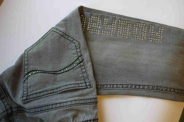 Jeans mit Strassapplikation 02
