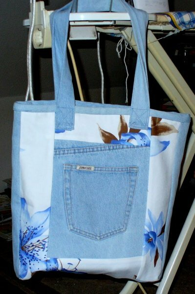 Einkaufstasche aus alter Jeanshose