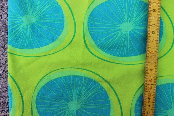 K3: Lillestoff Jersey Lemon dots Eigentümer: littlelursa Reservierung: Maline 147 x 30 => 0,44 m² Tauschfaktor 125%  Tauschwert 0,55 m²