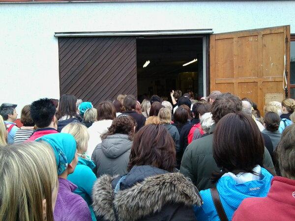 Das heilige Tor zum Glück........jedoch mit ganz ganz vielen Menschen davor. So sah es aus als wir uns in die Schlange gestellt haben!