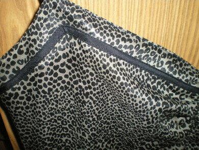 Sommerkleid aus Baumwolle und schwarzer Seide - Verarbeitung Ausschnitt