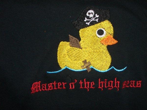 Masters o' the high seas.... *gg* ein bildschönes Sticki, dass ich dank eines Threads hier bei Urban Thread Designs gefunden habe. DANKE!!!! Das ist ja mal was für den Piraten in mir... Aaaaaaaaaaaaaaaaargh!