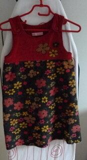 Dies ist nun das dritte Kleid aus der Trägerkleidserie und eindeutig mein Favorit. Komisch, Tochter mag das Rosane am liebsten. :rolleyes: