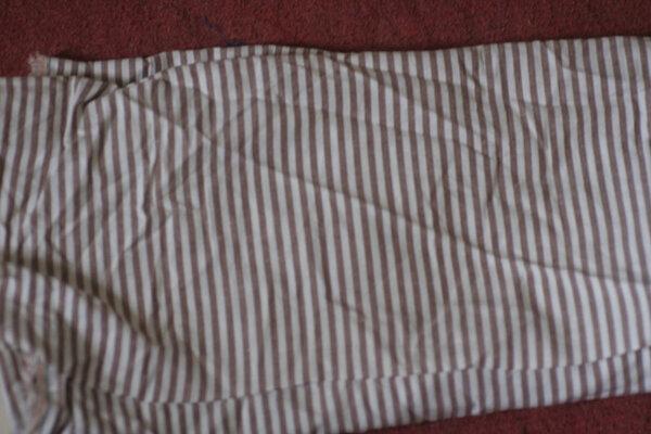 BW-Stoff, längstgestreift, dünn, weiß-hellbraun-Rest, muss ich noch messen