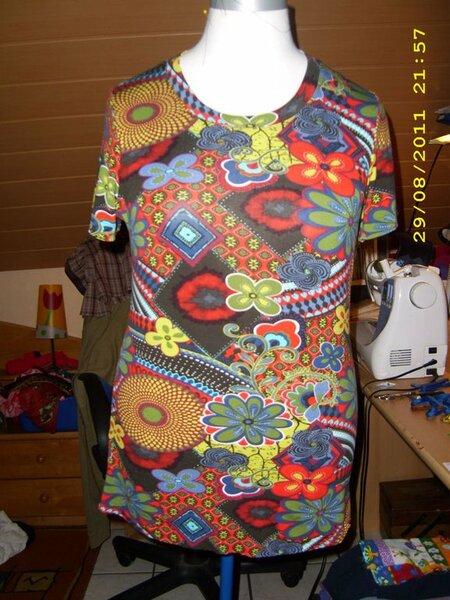 Schnittmuster Lea von Mamu-Design in Gr. 40/42  Dieses Mal ein wenig begradigt . So ein Mittelding zwischen dem Shirt und dem Top.