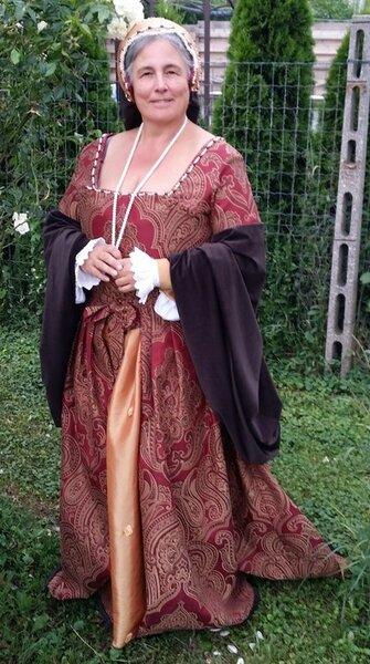 Bin zufrieden, weil ich rechtzeitig zum Fest der 5-blättrigen Rose in Krummau fertig wurde.