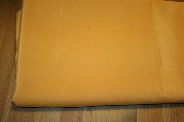 23. gelber Seidenähnlicher Stoff, vermutlich Kunstfaser, dunkles sattes gelb - 3:1 - 1,50m x 1,55m plus anhängend 0,75m x 0,80m