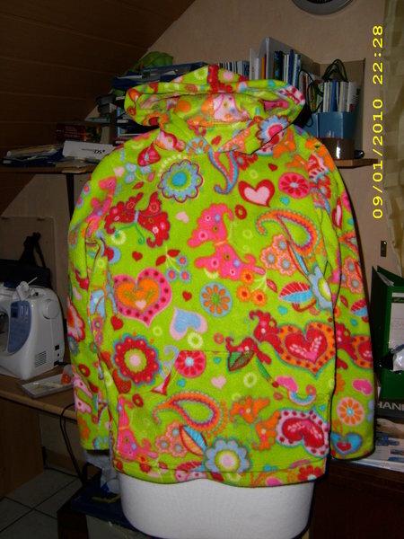 Mädchenpullover aus Fleece Gr. 146,  mit aufgesetzter Tasche  und Kapuze