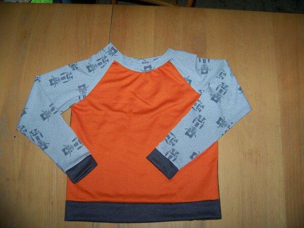 """100 4991 Trigema Sweat in grau und orange plus Stoffmarktjersey """"Autumn Rockers Kids leger"""" in Gr. 146"""