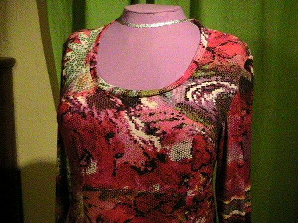 Momo1011 Jerseykleid Ausschnitt