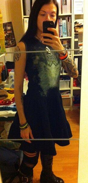 Bandshirt XL wird zu Kleid mit Stufenrock