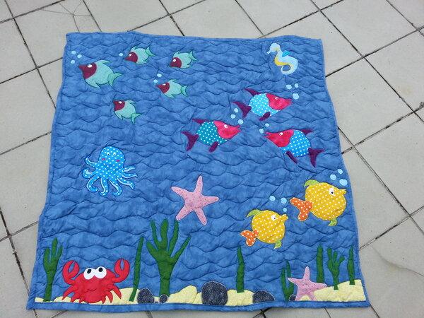 Applizierte Unterwasserwelt als Baby-Decke
