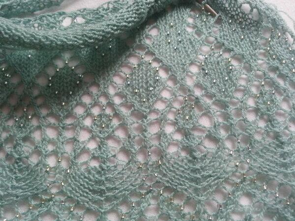 Der Anfang meines neuen Ärmelschals (Debbie Bliss + Rocailles in mint und grün; 3,5er Nadeln)