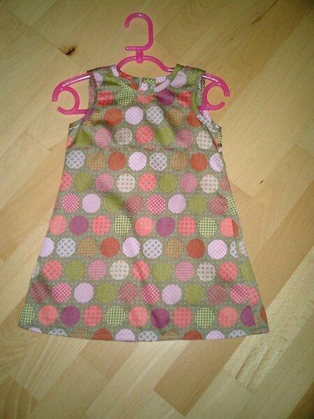 Sommerkleid in Größe 92, aus ganz weichem dünnem Baumwollstoff,  hinten geknöpft.