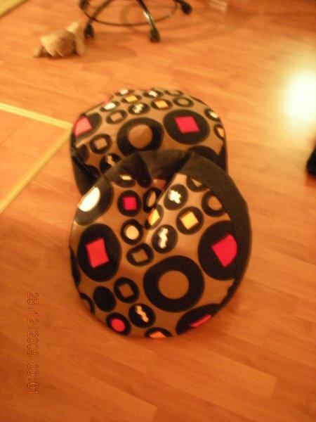 Ein kleiner Nachtrag: ich muß doch noch zwei Weihnachtsgeschenke nachreichen...Die Sitzkissen sind super bequem!