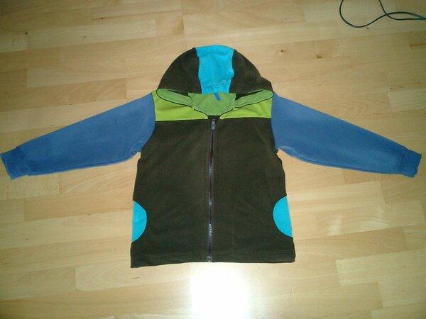 Jacke aus Sommersweat in den Farben braun, jeansblau, grün, türkis.