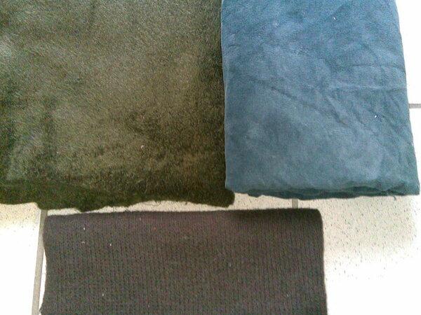 links: Zottelchen olive-braun rechts: dunkeltürkiser Cordstoff ca.100 x 140 unten: 0,5m Strickstoff (wollte mir ein Tuch/Schal davon machen)