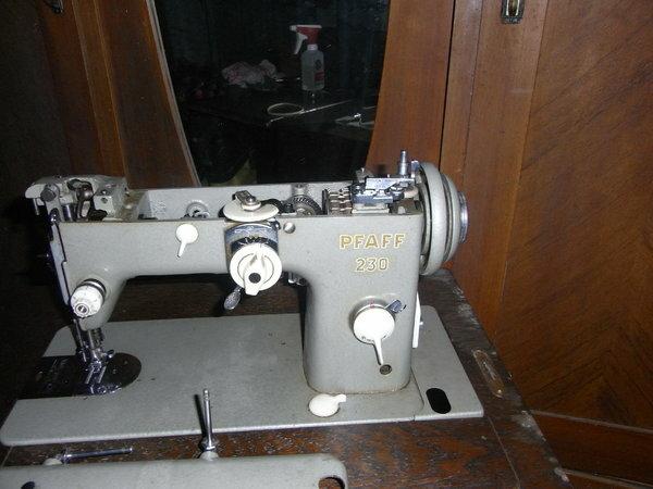 Schwiegermutters Maschine. Leider ist der Riemen verölt/läuft nur langsam. Die würde ich gerne Reparieren. Kann ich den Riemen selber tauschen? Hab sie Repariert! das Maschinchen schnurt wieder,war nur die Spannung.