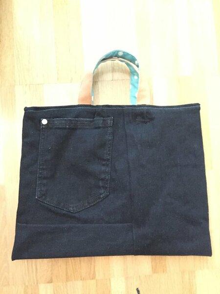 Meine erste Tasche - da hat die billige stark eingelaufene Jeans eine Verwendung gefunden :-)