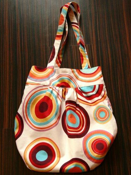 Retro-Gretelie-Tasche nach dieser Anleitung http://gretelies.blogspot.com/2008/03/zum-mitmachen-da-so-viele-danach.html Total einfach und schnell.