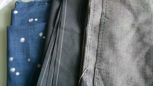 Das blaue ist eine BwMischung und für blusen geeignet. Die beiden anderen sind schurwolle.