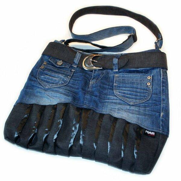 Für eine Freundin zum Geburtstag eine Handtasche aus ner alten Jeans genäht.