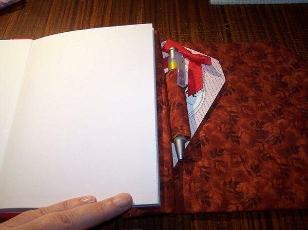 Februar 2017 - Einstecktasche zwei, etwas versteckt auf der Buchrückseite (hinter der Stiftelasche)