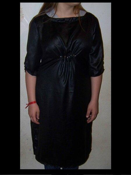 Meine Nähmode 02/2015 Modellmischung 4-7 Abwandlung: mittig unter der Brust mit Gummizug Genäht aus: Buttinette Uni-Javanaise schwarz  Vorderseite