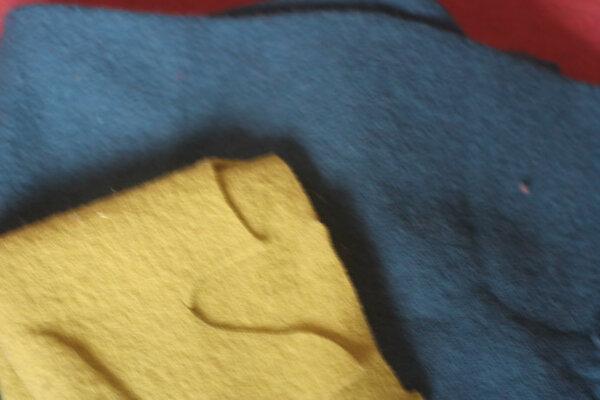 Walkstoff hellgrün-nur Rest türkisblau-mittelgroßes Stück leg ich eventuell auf Wunsch dazu, sonst bleiben sie hier^^