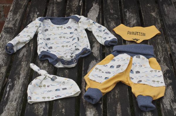 Babykombi aus Body, Hose, Mütze und Halstuch in Größe 62