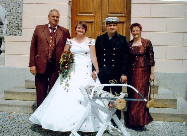 Brauteltern vom Fotograf in Szene gesetzt