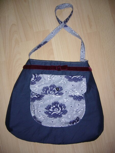 Blaue Tasche