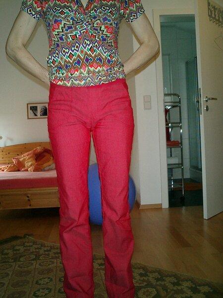 rote Jeans mit Strickbund