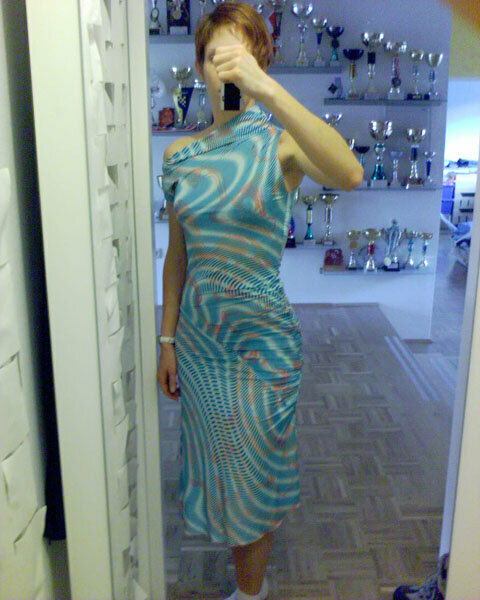 Schräges Kleid