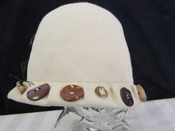 Mayser-Hut liiert mit Knöpfen (2)