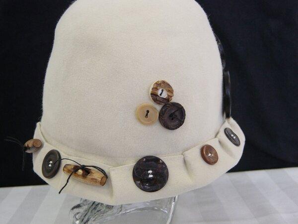 Mayser-Hut liiert mit Knöpfen (3)