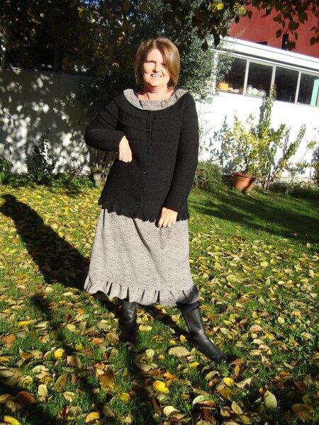 Schwarze Strickjacke zum Vintagekleid